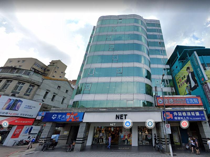 龍山寺捷運站旁大樓(二)